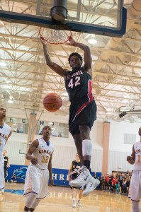 Duke recruit Justise Winslow leads the Mavericks to a 42-39 victory over Kinkaid. Winslow scored 21 points during the game in a spectacle that included dunks, three-point shots and layups.