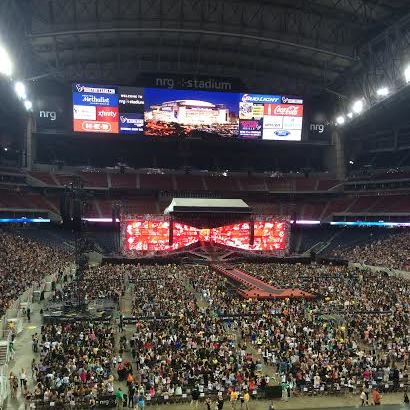 Crowds flooded the NRG stadium for One Direction's Houston concert. (Ragauss)