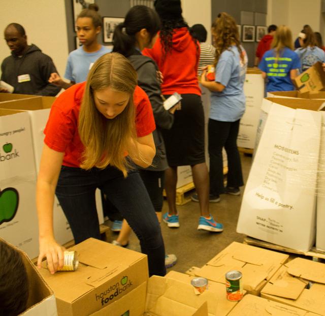 Sophomore Sophie Worscheh organizes boxes.