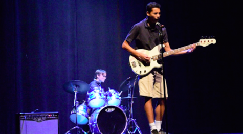 Music chapel showcases talent, underclassmen performers