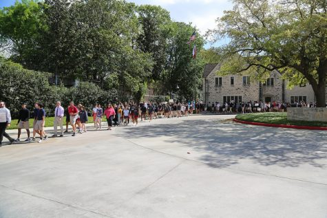 Student walkout protests gun violence, promotes unity within student body