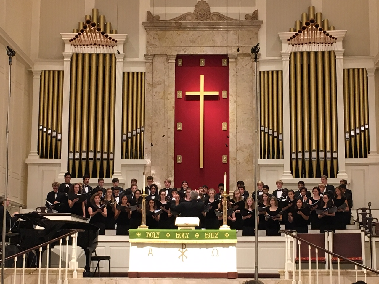 Chorale, one of the Upper School choirs, performs at the Fall Choral Concert, which took place on Oct. 15.