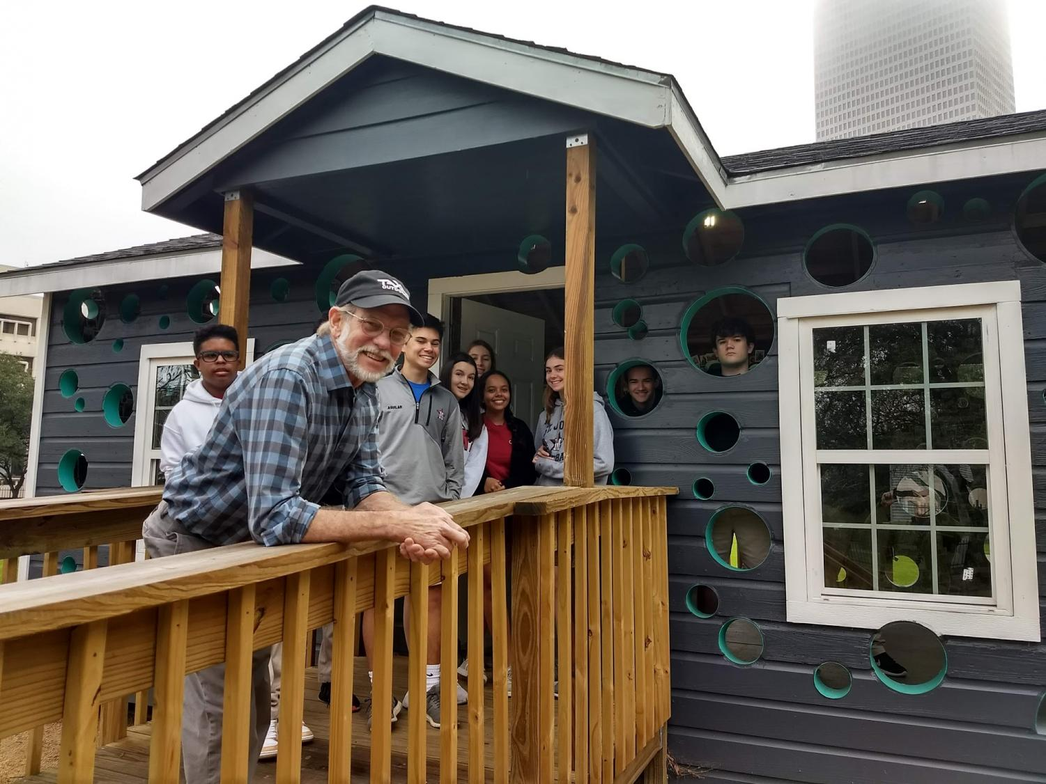 Havel+introduces+students+to+his+own+installation+in+Sam+Houston+Park%3A+%22Open+House.%22