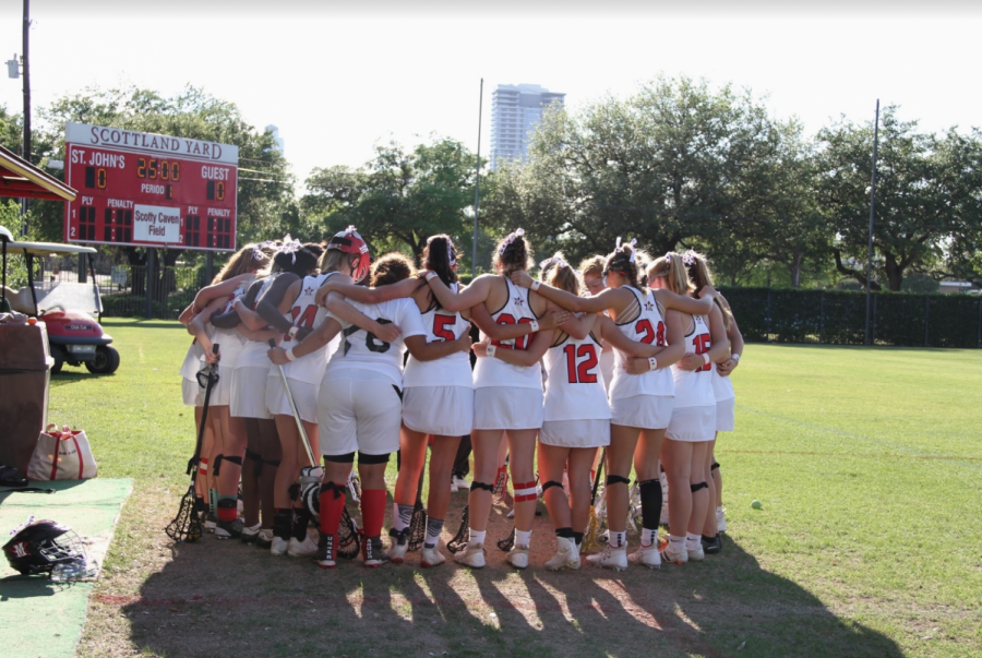 The+team+prepares+to+play+Lamar+in+their+first+game+after+coach+Angie+Kensinger+and+her+husband+Stuart+passed+away.+