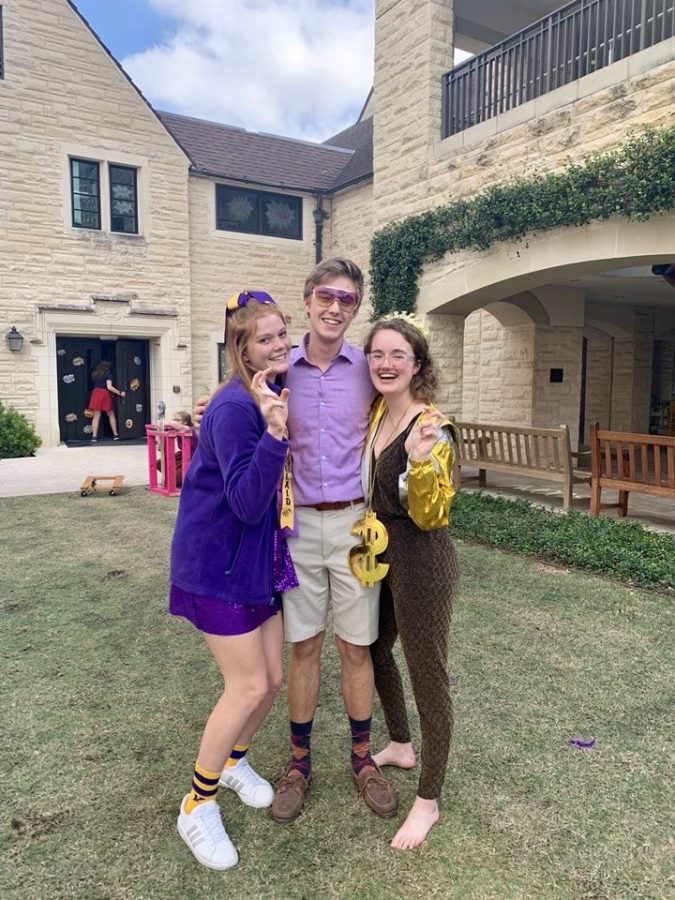 SJS students swarmed the Great Lawn during lunch on Monday to have an impromptu photoshoot in their purple and gold attire.