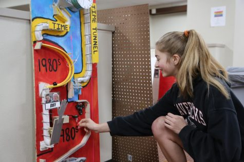 Video: Juniors construct Rube Goldberg machines