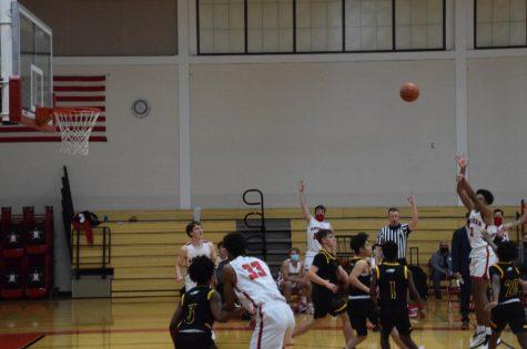 Boys' basketball wins season opener against Fort Bend Christian Academy