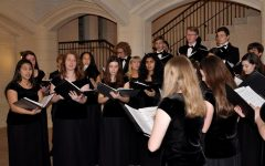 Kantorei carols under the archway between the Great Lawn and Plaza after last year's Candlelight service.